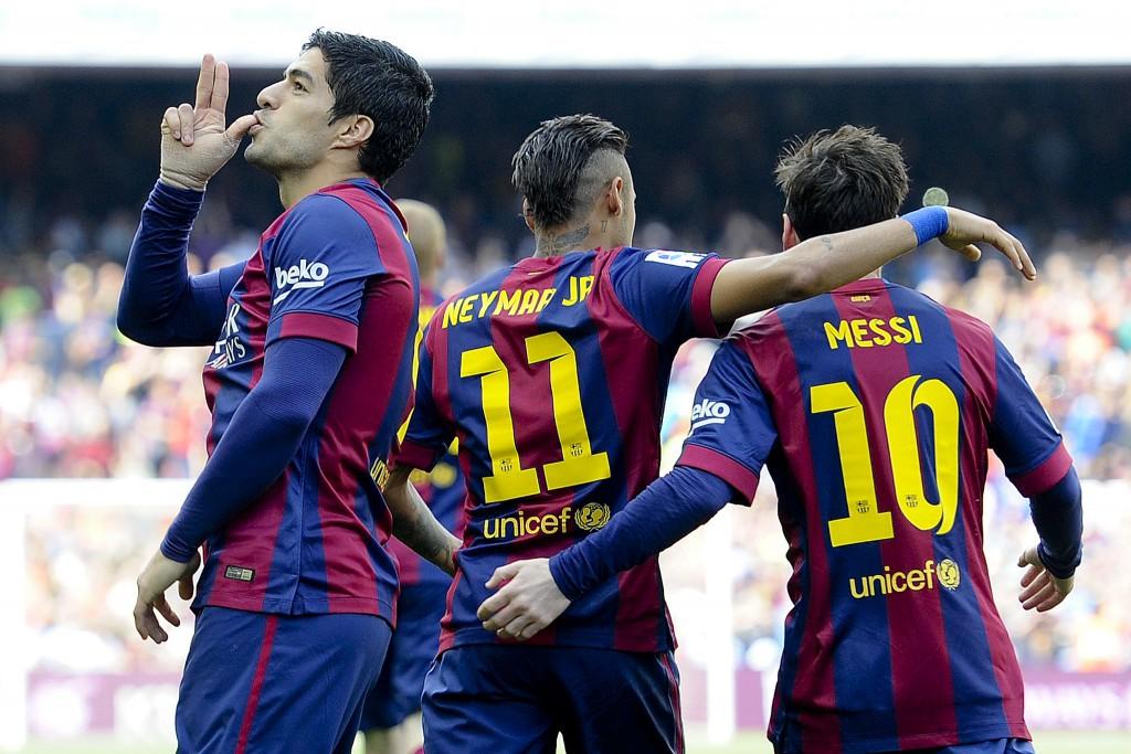 Barcelona's Uruguayan forward Luis Suarez (L) celebrates his goal during the Spanish league football match FC Barcelona v Valencia CF at the Camp Nou stadium in Barcelona on April 18, 2015.    AFP PHOTO / JOSEP LAGO