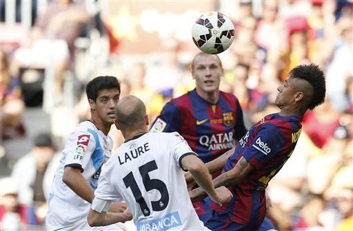Là đêm đăng quang của Barcelona, nhưng Deportivo cũng có được niềm vui lớn cho riêng mình. Với 2 bàn thắng để gỡ hòa, họ giành quyền ở lại La Liga trong đường tơ kẽ tóc.