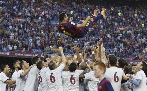 Đêm nay, tất cả các cầu thủ Barcelona đều mặc số áo của anh để tôn vinh người đội trưởng đã dẫn dắt đội bóng lên tột đỉnh vinh quang của bóng đá thế giới