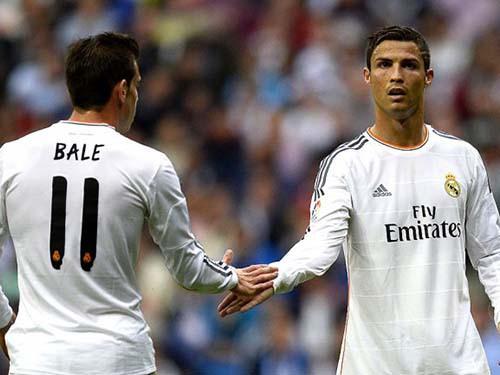 """Gareth Bale dàn hòa... """"siêu mẫu quần lót"""""""