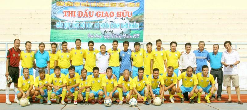 Đội CTT Vĩnh Long trước trận đấu.