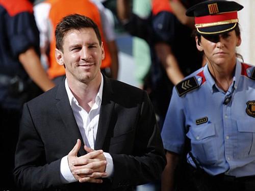 Messi trắng án, làm nhân chứng chống lại ... cha đẻ