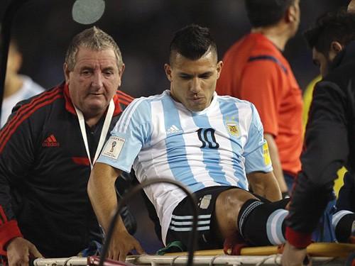 Argentina bại trận, Aguero rơi lệ lên cáng rời sân