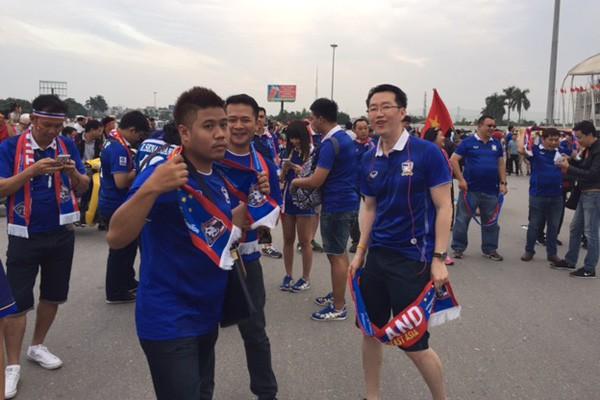 Hàng nghìn CĐV Thái tạo bầu không khí lễ hội ở Mỹ Đình