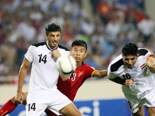 """Cầu thủ Iraq """"cãi nhau to"""" vì ĐTVN"""