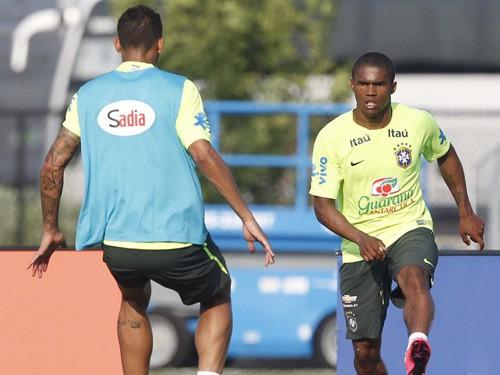 """Douglas Costa: """"Tôi không phải là Neymar"""""""
