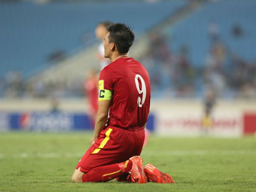 Những giọt nước mắt tiếc nuối của Công Vinh khi tiếng còi kết thúc trận đấu vang lên
