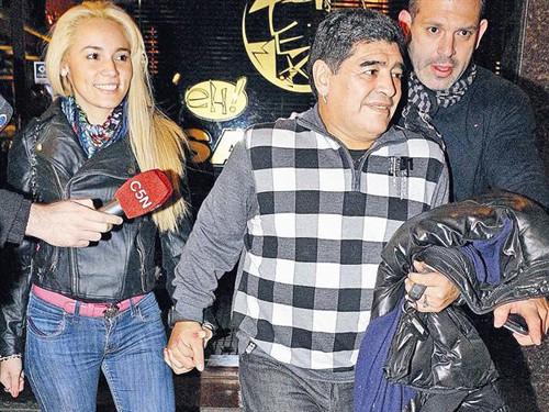 Maradona chia tay bồ trẻ
