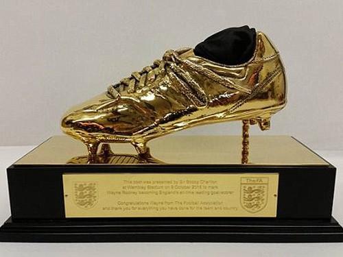 Rooney nhận giày vàng