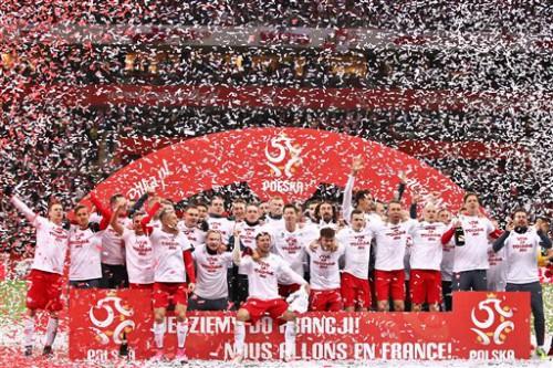 Ba Lan ăn mừng sau chiến thắng trước CH Ireland.