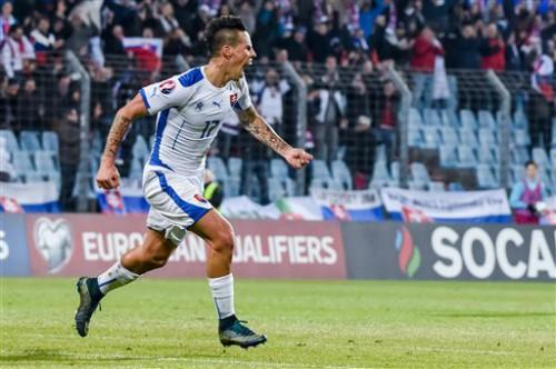 Marek Hamsik tỏa sáng giúp Slovakia đoạt vé vào thẳng VCK.