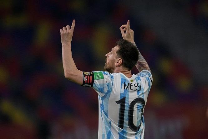 Messi còn cách kỷ lục sút phạt của Maradona 4 bàn