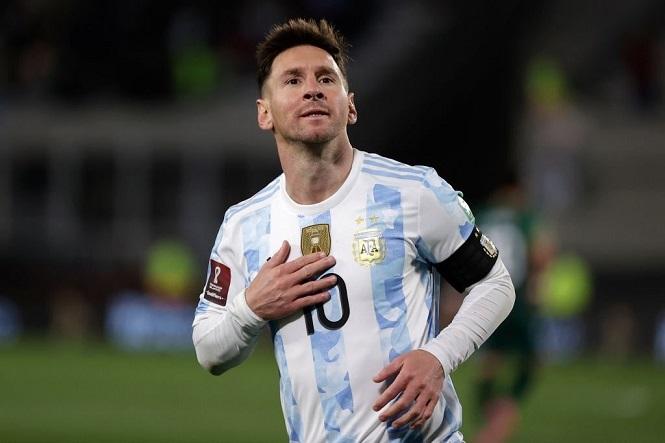 Messi lập hat-trick giữa vòng vây của 5 cầu thủ Bolivia