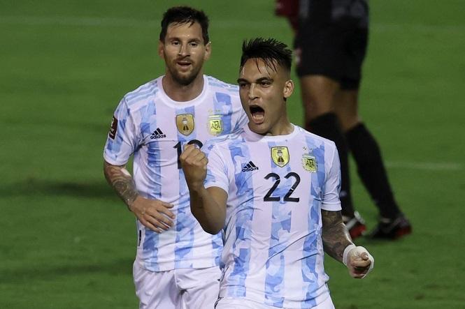 Messi giúp Argentina chơi hơn người và thắng đậm Venezuela