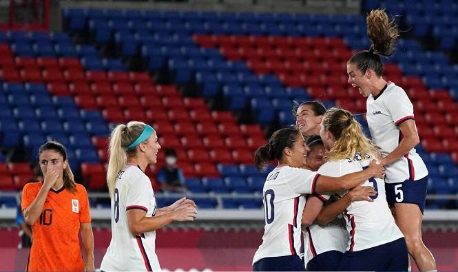 Bóng đá nữ Mỹ vào chung kết Olympic nhờ người hùng bắt penalty