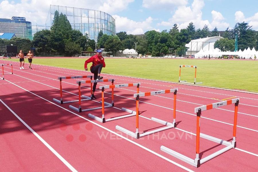 """Quách Thị Lan """"vào rào"""" sau một tuần tập chay ở Làng Olympic Tokyo"""