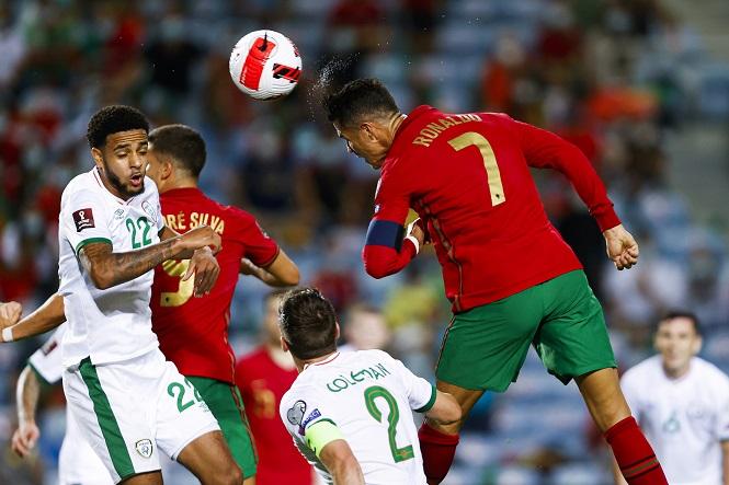 Ronaldo giúp Bồ Đào Nga ngược dòng kịch tính bằng cú đúp
