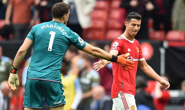 Thủ môn Villa thách Ronaldo đá phạt đền trước khi Fernandes sút hỏng