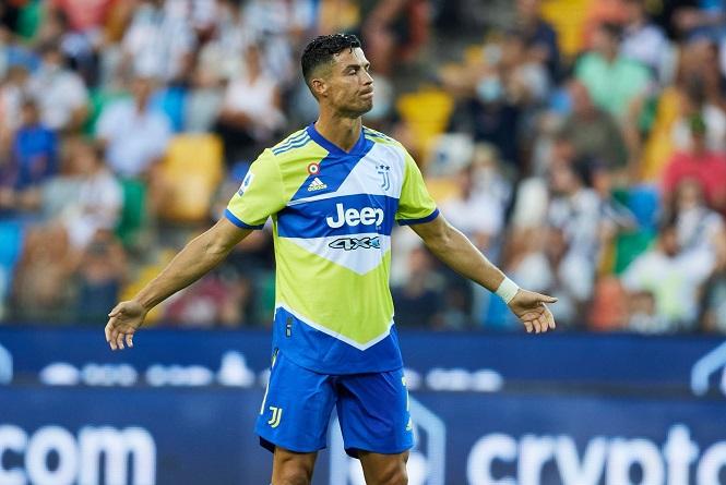 Vì sao Cristiano Ronaldo ngồi ghế dự bị ở Juventus?