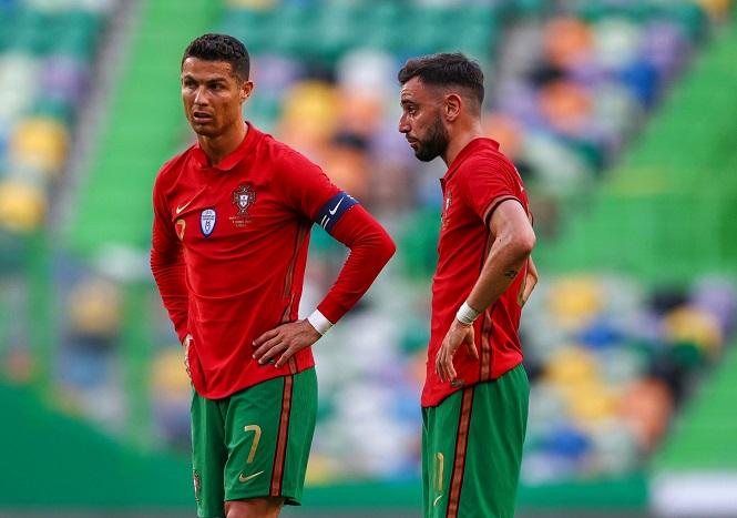 MU khó xử khi Ronaldo sút phạt đền kém hơn Bruno Fernandes