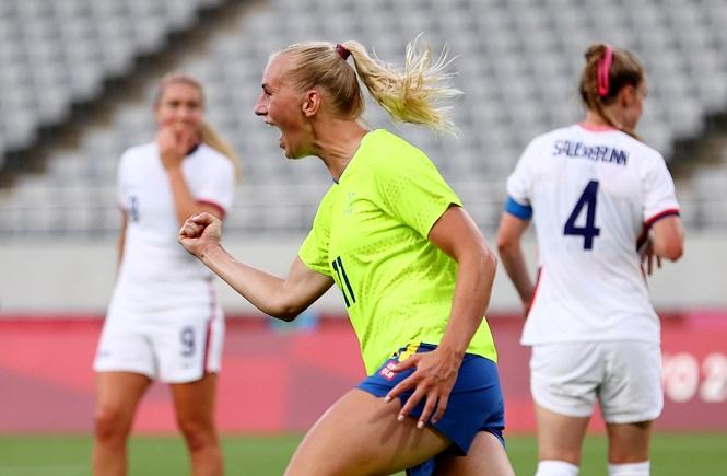 """""""Nữ hoàng"""" bóng đá nữ Mỹ thua tan nát, chấm dứt chuỗi 44 trận bất bại"""